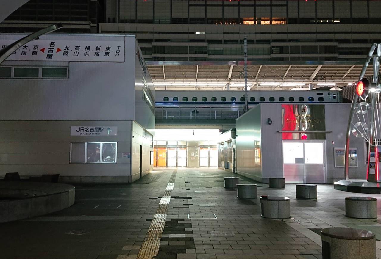 緊急事態宣言時の人気がなくなった名古屋駅前の様子