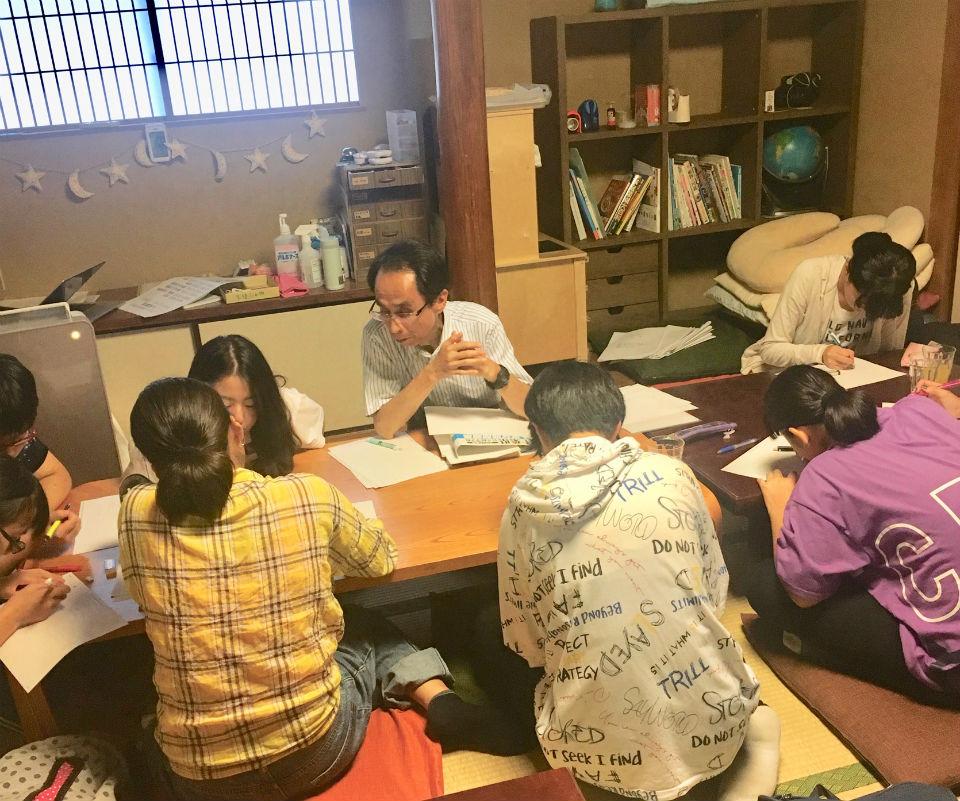NPO法人ダイバーシティ工房:無料学習教室「地域の学び舎プラット」での学習の様子