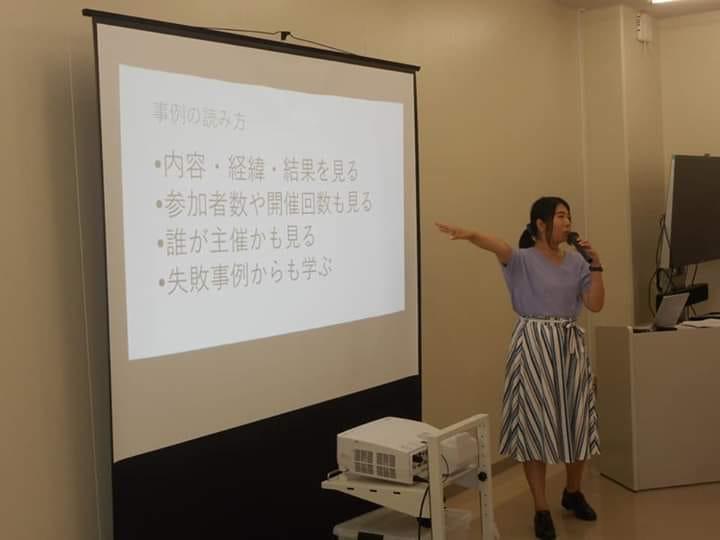 日南学園高等学校でのプロジェクト学習でレクチャーを行う著者