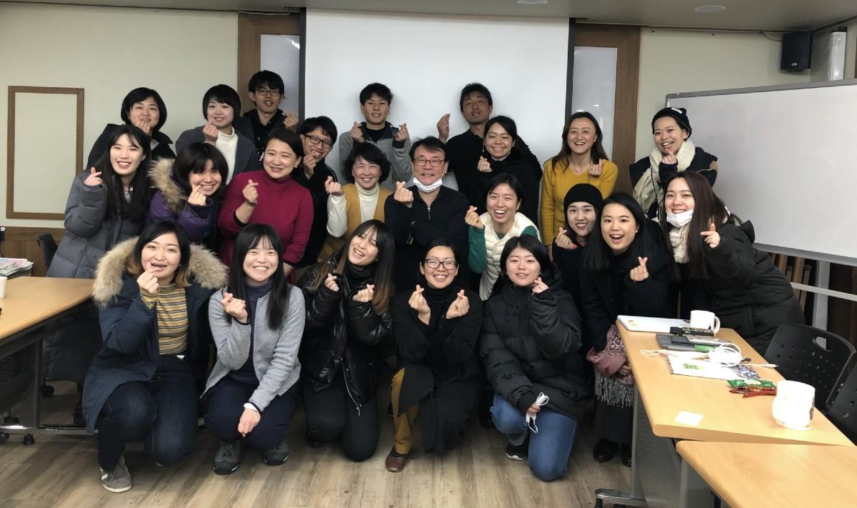 韓国の教育連帯体「CIATE」の皆さんと「EDUTRIP in 韓国」の参加者での集合写真