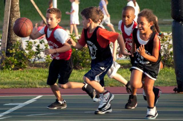 アメリカではバスケット、フットボール、野球が人気スポーツ