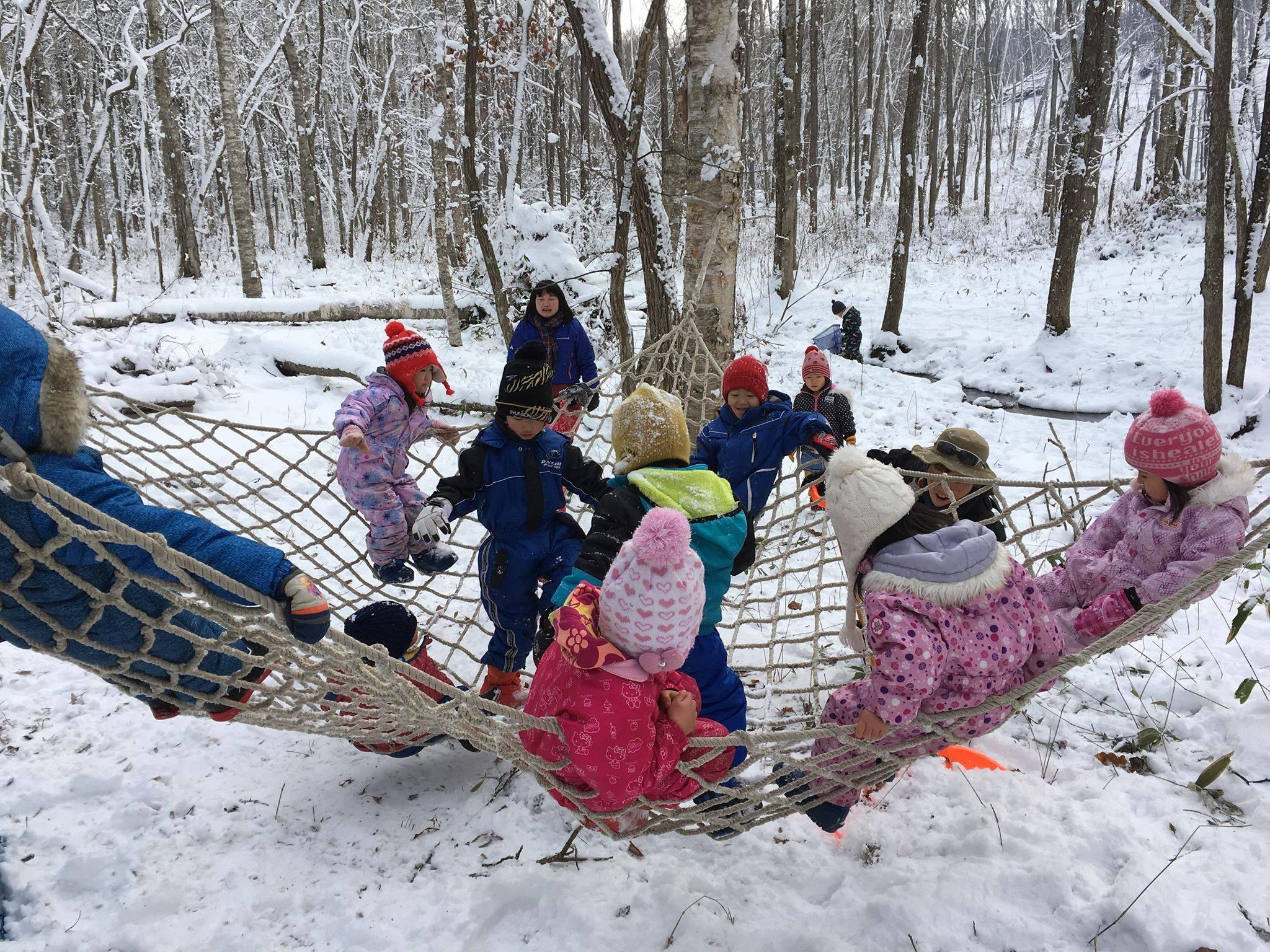 安平町での冬のプレーパークの様子