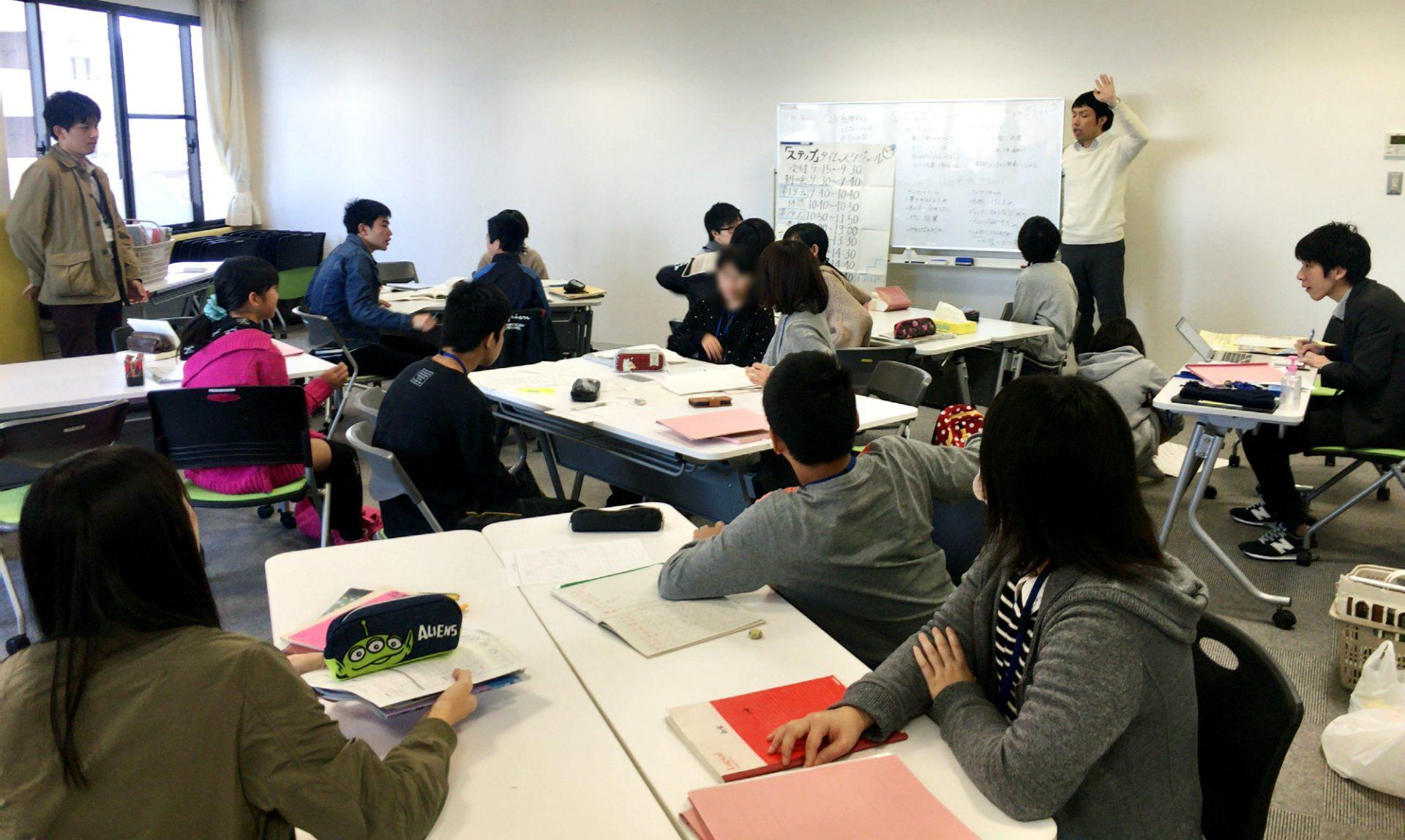 愛知県高浜市の中学生・高校生を対象とした学習等支援事業「ステップ」の様子