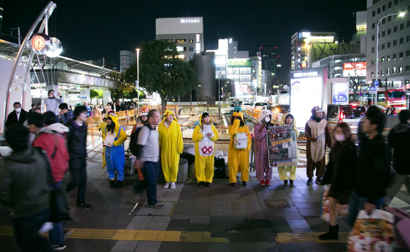 NPO法人「全国こども福祉センター」が行っている夜の街頭活動の様子