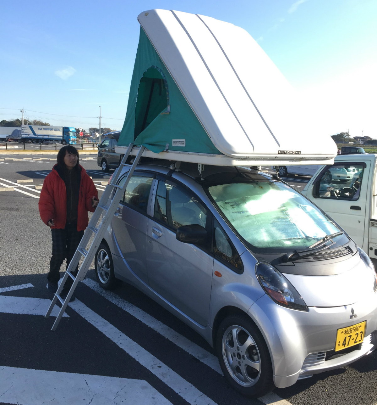 ルーフテント付きの電気自動車で全国を旅しながら学んでいます