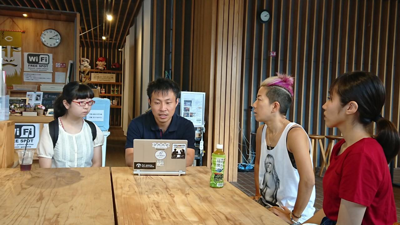 日南市マーケティング専門官の田鹿さんと、アイドルプロデューサーのMAKI先生の打ち合わせ。受け入れている社会人同士の打ち合わせが入ることも