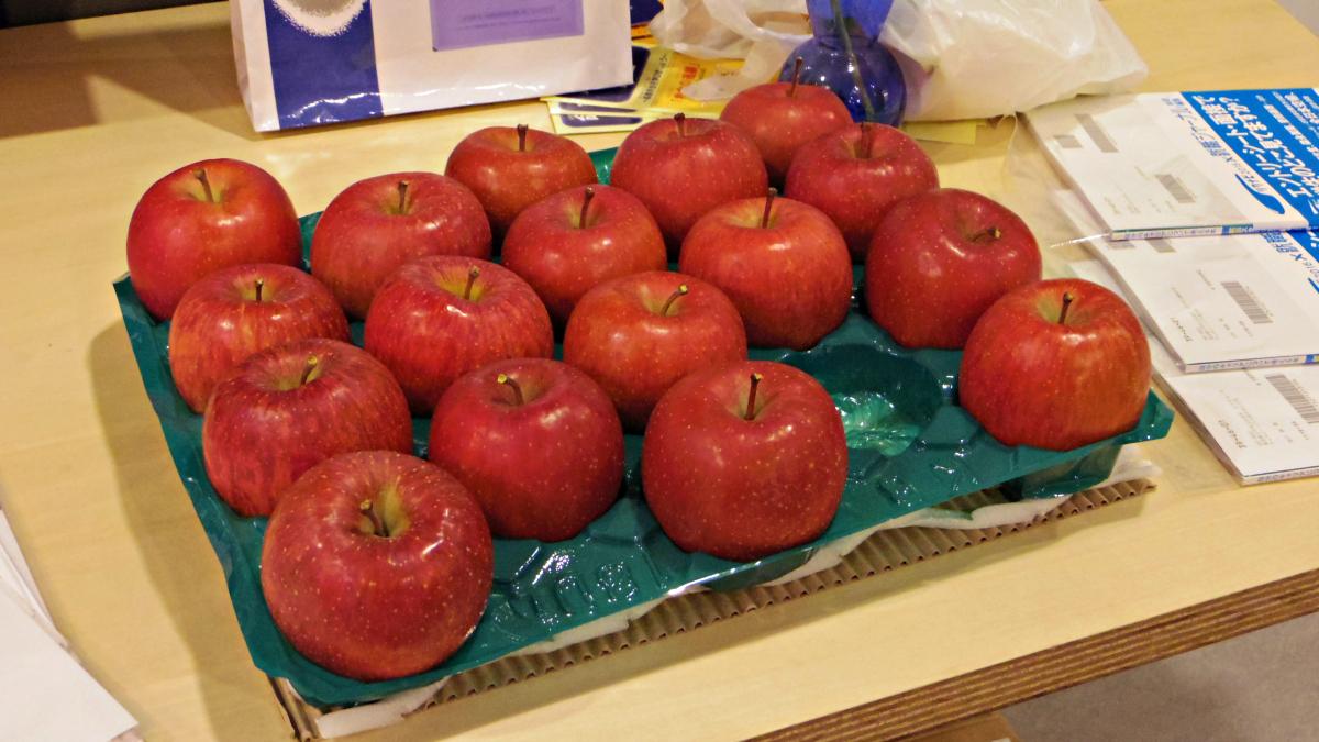 お土産のりんご