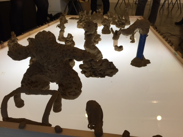 子ども教育立国指導者養成講座の1コマ。粘土で造形する様子をもとにドキュメンテーションを実際に作成した。