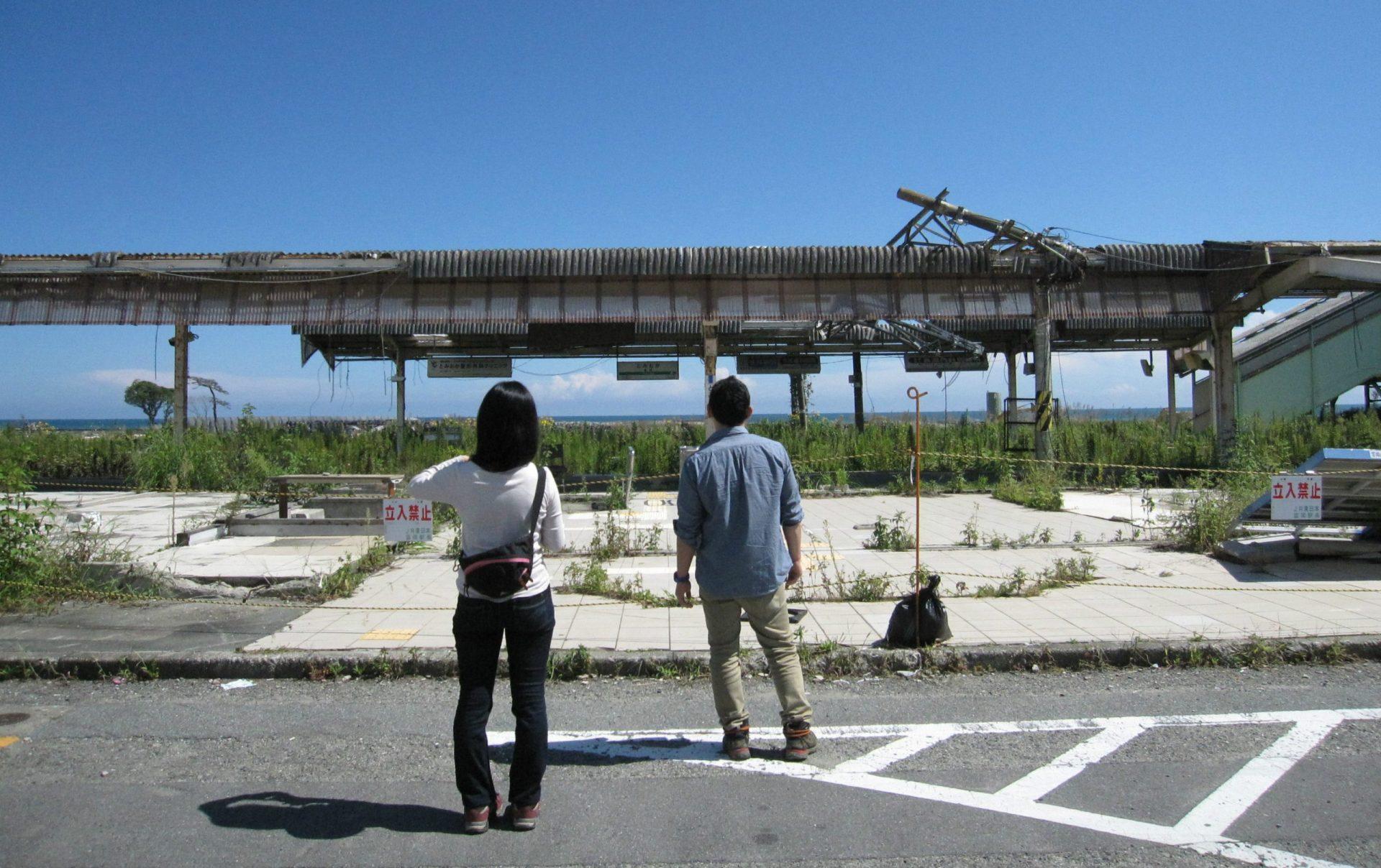 震災直後の状態のままとなっている福島県・JR富岡駅