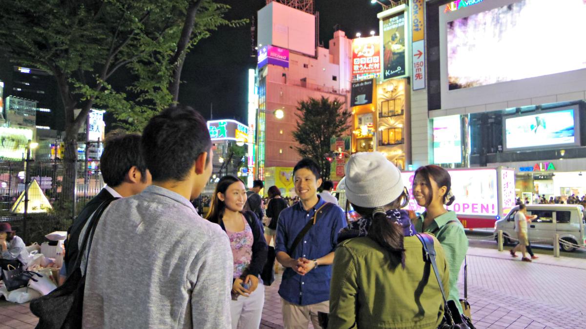 行く当てもなく街を彷徨う「難民高校生」の実態を学べる「夜の街歩きスタディーツアー」