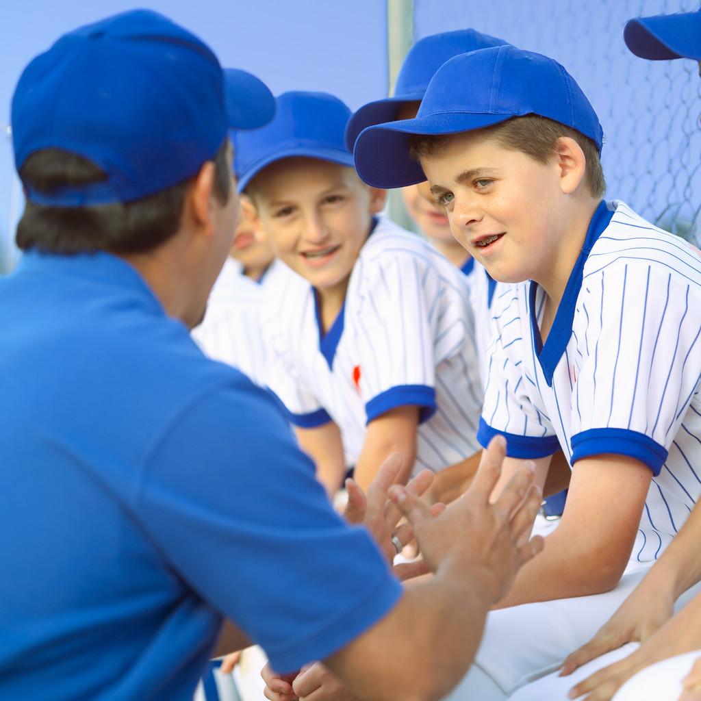 野球のコーチと子ども
