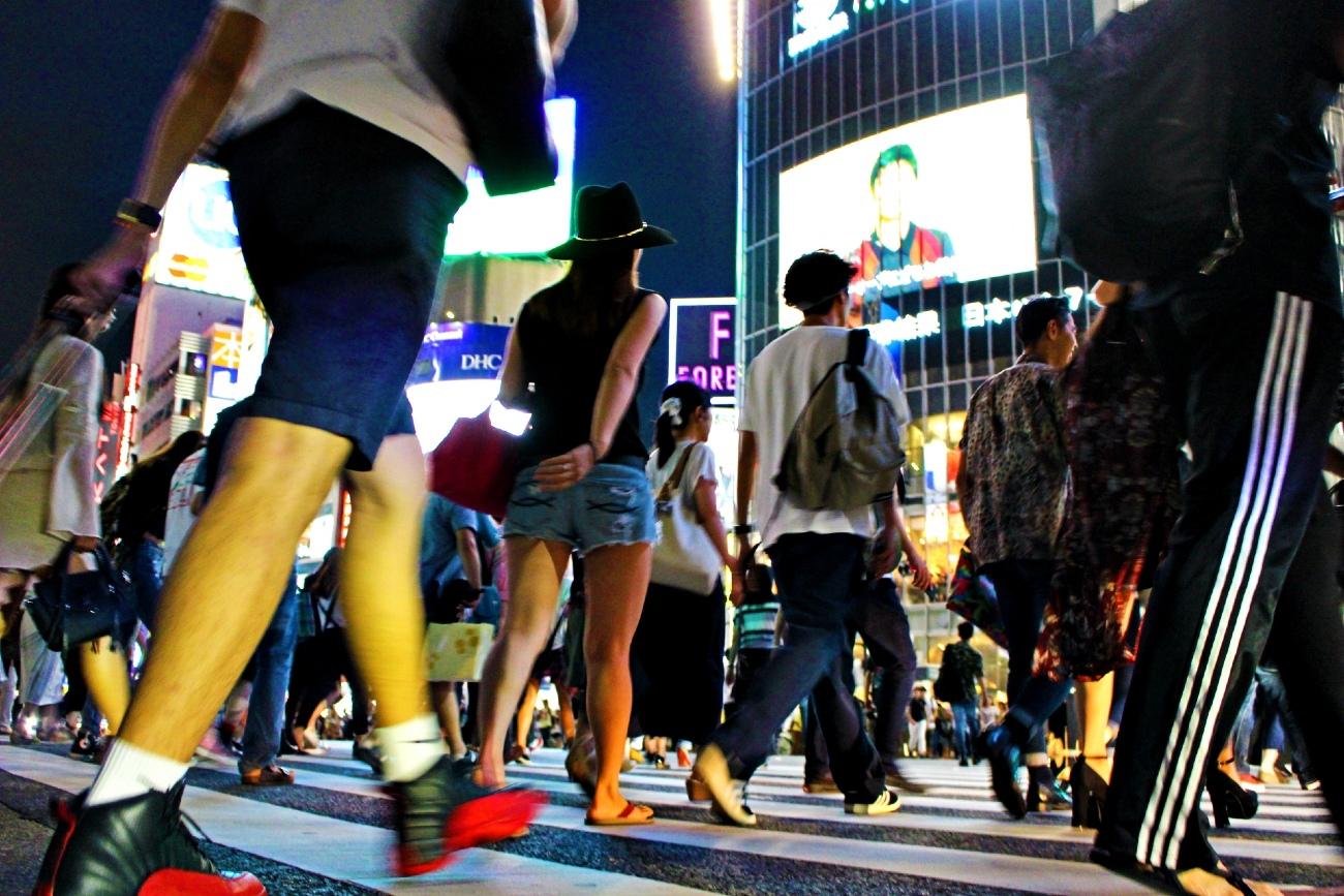 夜の渋谷の雑踏